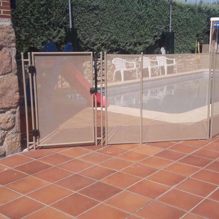גדר בטיחותית לבריכה בבית